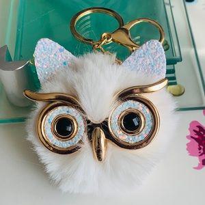 🎈🆕 (NWOT) Fluffy Pompom 🦉 Owl Key Chain Ring